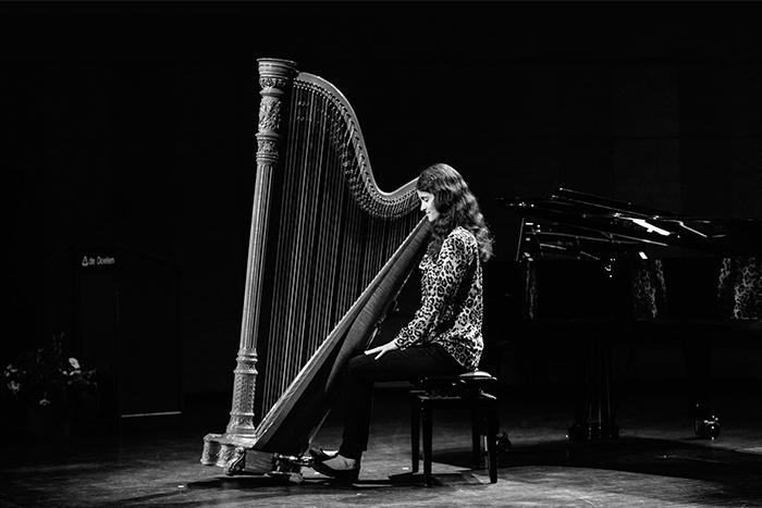 Oxana Thijssen, harp